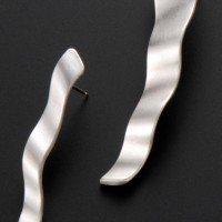 wave earring/silver by Aki Ichiriki